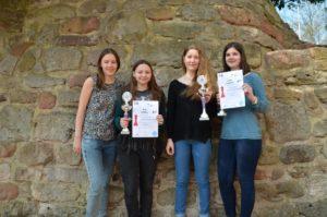 U18w Siegerehrung: vlr.: Referentin für Mädchenschach Hanna Marie Klek; Schilay,Eva; Klenk,Sofie; Alina Damrich